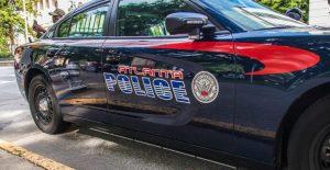 Hombre encerrado en una casa realiza disparos en un barrio de Atlanta