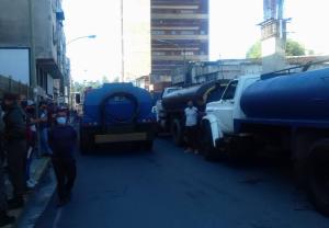 Conductores de camiones cisternas en Los Teques se quedaron sin diésel para distribuir agua