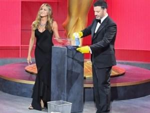 Aunque atípica, no podía quedarse sin alfombra roja: Así lucieron las estrellas para celebrar los Emmy 2020