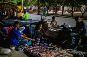 """""""No podemos volver"""": La travesía de 2400 kilómetros de una familia venezolana que no tiene hogar"""