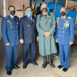 Fuerza aérea chavista le regaló una condecoración al rockero Paul Gillman, quien fue disfrazado de Nazi (FOTO)