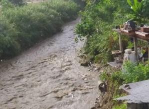 Más de 300 familias en Guatire están en riesgo de perder sus viviendas por la crecida del río El Ingenio #29Nov (VIDEO)