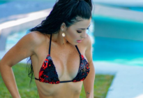 Bronceada, divina y sensual: La ardiente foto de Rosita en la piscina