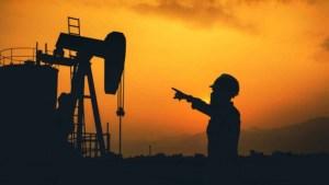 Petróleo en fuerte baja por temores de inflación en EEUU