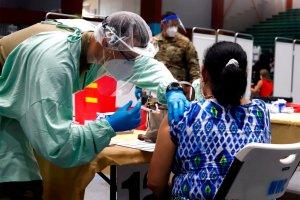 La cifra de vacunados contra el coronavirus en el mundo se acerca a los 1.500 millones