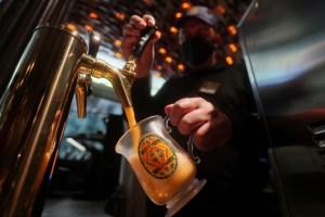 """""""Azucarada, cremosa, deliciosa"""": La cerveza de mantequilla de Harry Potter en Nueva York (Fotos)"""