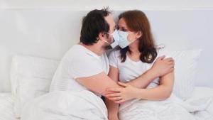 Cómo tratar el Covid-19 en personas con enfermedades de transmisión sexual (Video)