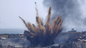 La Fuerza Aérea israelí destruye el edificio del Ministerio de Trabajo en Gaza (VIDEO)