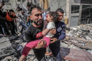 Egipto abre su frontera con Gaza para trasladar a los palestinos heridos