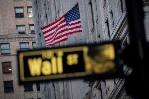 Wall Street cierra verde y el Dow Jones sube 0,44 % pese a datos económicos