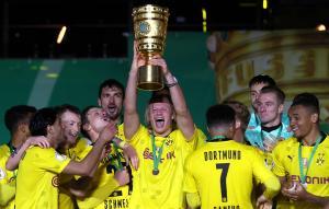 Haaland y Sancho tumbaron al Leipzig y el Dortmund ganó la Copa de Alemania
