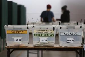 Primer día de comicios concluyó en Chile mientras militares custodian las urnas