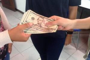 La falta de créditos bancarios impulsa casas de préstamos en Venezuela