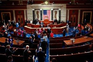 Senado de EEUU trabaja a contra reloj para votar por el plan de infraestructuras