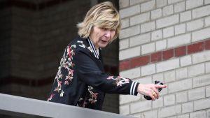 Encarcelaron a la reina de la prensa rosa en Francia por caso ligado a investigación sobre Sarkozy