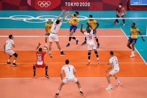 Jugador brasileño de voleibol explicó por qué usa mascarilla durante partidos en Tokio
