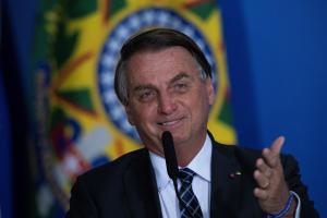Polémica en Brasil: Gobierno homenajeó a los agricultores y los representó con la figura de un hombre armado