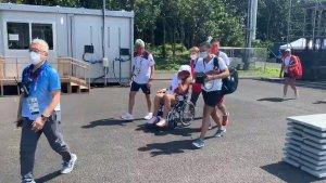 Polémica en Tokio: Tenista se retiró de la cancha en silla de ruedas por el calor (Video)