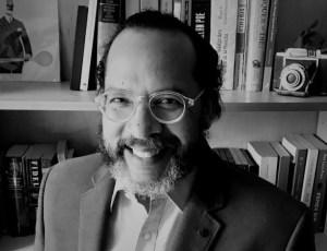 Elias García Navas debuta en la literatura con un thriller sobre el poder y las relaciones públicas