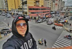 Pasión y amor: Ances Díaz, fotógrafo que resalta lo bueno de Caracas (Video)