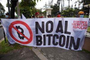 Un grupo de salvadoreños pidió la derogación de ley para el uso del bitcoin