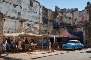 Modelo económico del régimen cubano trata a los empresarios como narcotraficantes