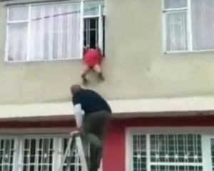 Venezolano salvó a niña que quedó atrapada en una ventana de su residencia en Bogotá (VIDEO)