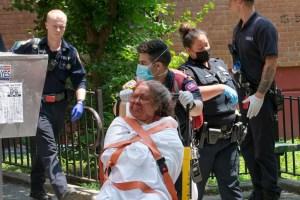Apuñaló a su madre por negarse a rezar una oración de la santería en Nueva York