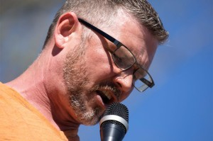 Pastor en Tennessee amenazó con expulsar de la iglesia a los feligreses que usen mascarillas