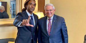 Senador Bob Menéndez recibió en el Capitolio al cantante cubano Yotuel