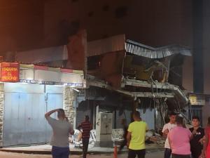 Colapsa estructura de mini centro comercial en Guatire