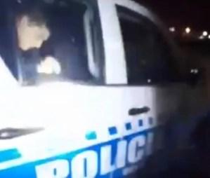 Detuvieron a dos policías por abusar de una menor dentro de una patrulla en Argentina