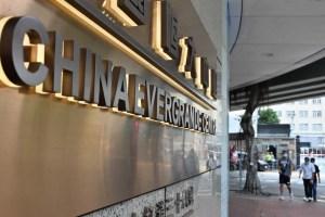 Evergrande vuelve a cotizar y cae un 12,5 % tras cancelar la venta de su filial