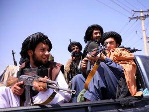 Los talibanes lanzaron una advertencia a EEUU sobre el uso del espacio aéreo afgano