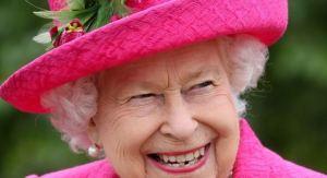 """Por qué la reina Isabel II rechazó el premio a """"Anciana del año"""""""