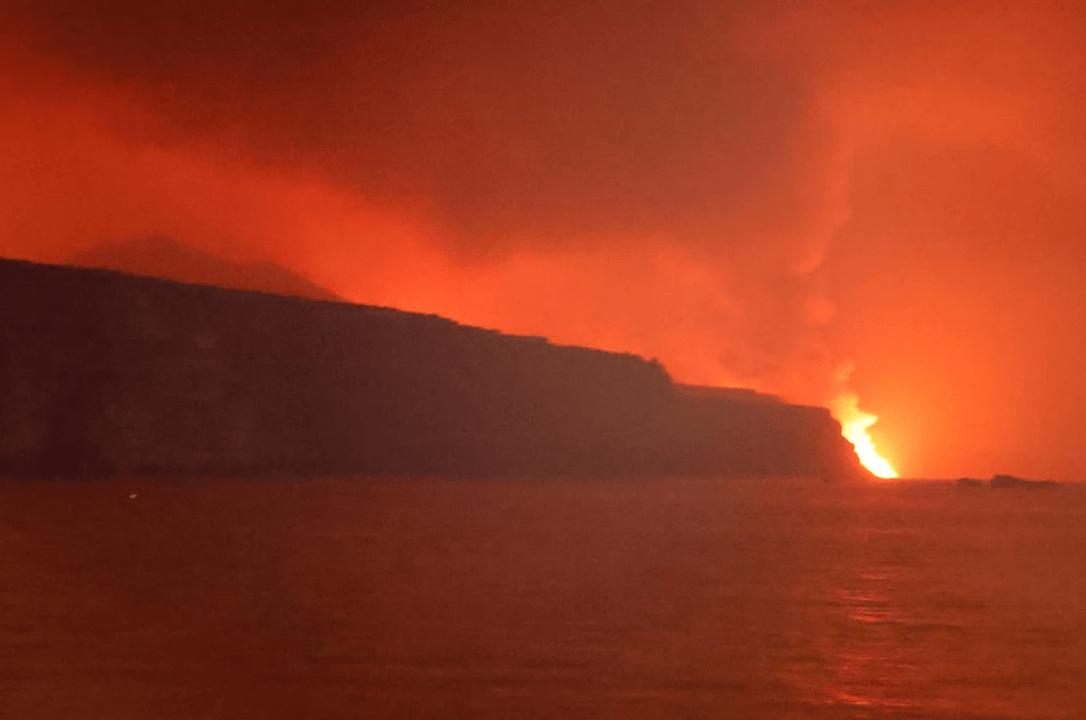 En VIDEO: La lava del volcán de La Palma finalmente llegó al mar