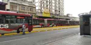 ¡Qué descaro! Unidades del Bus Caracas aparecieron…. pero para celebrar un aniversario de nunca estar en servicio (Fotos y Video)