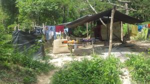 """""""Estamos aquí por necesidad"""": Venezolanas migran al sur de Bolívar para trabajar como prostitutas"""