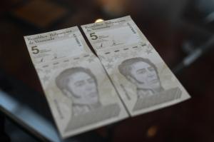 Trabajadores públicos venezolanos pierden prestaciones por la nueva reconversión