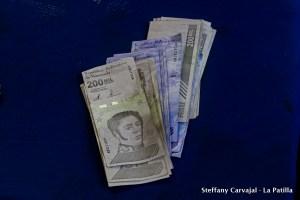 Habla la calle: Caraqueños se debaten entre la confusión y la incredulidad ante la nueva reconversión monetaria (Video)
